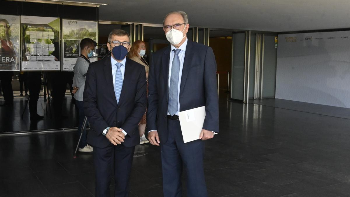El presidente de Anffecc, Joaquín Font de Mora; y el de Ascer, Vicente Nomdedeu, en la reciente asamblea de la CEV en Castellón.