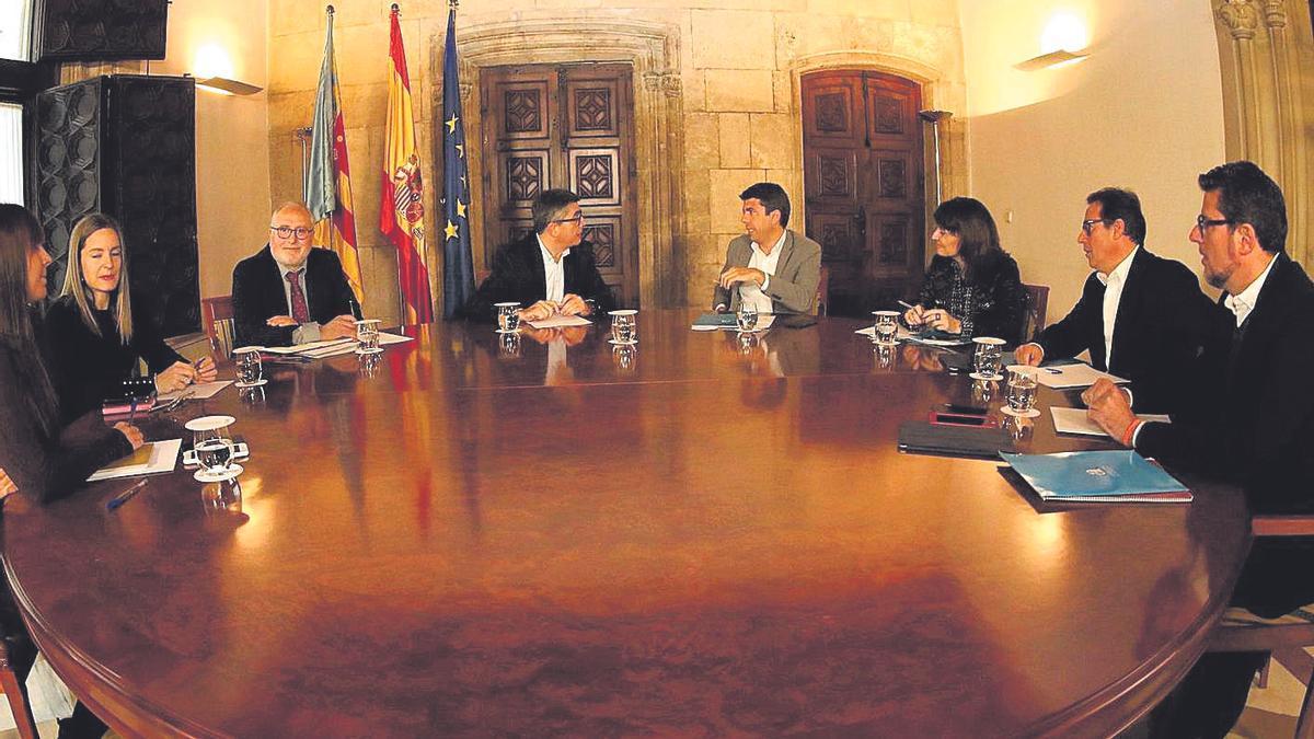 Primera reunión de la comisión bilateral entre el Consell y la Diputación, hace un año.