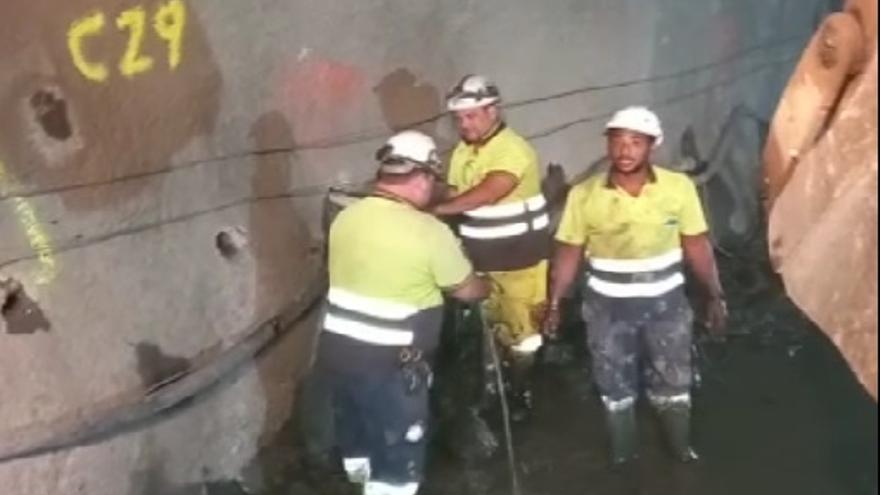 Un manantial se cuela en las obras de los túneles de Faneque