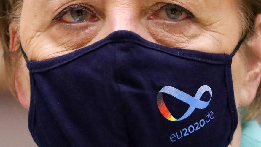 Ángela Merkel con mascarilla en el Parlamento Europeo