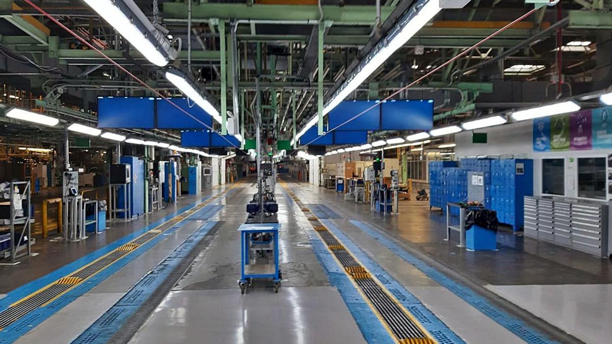 La factoría de Almussafes, desierta ayer en el primer día de paro total por el ERTE. | LEVANTE-EMV