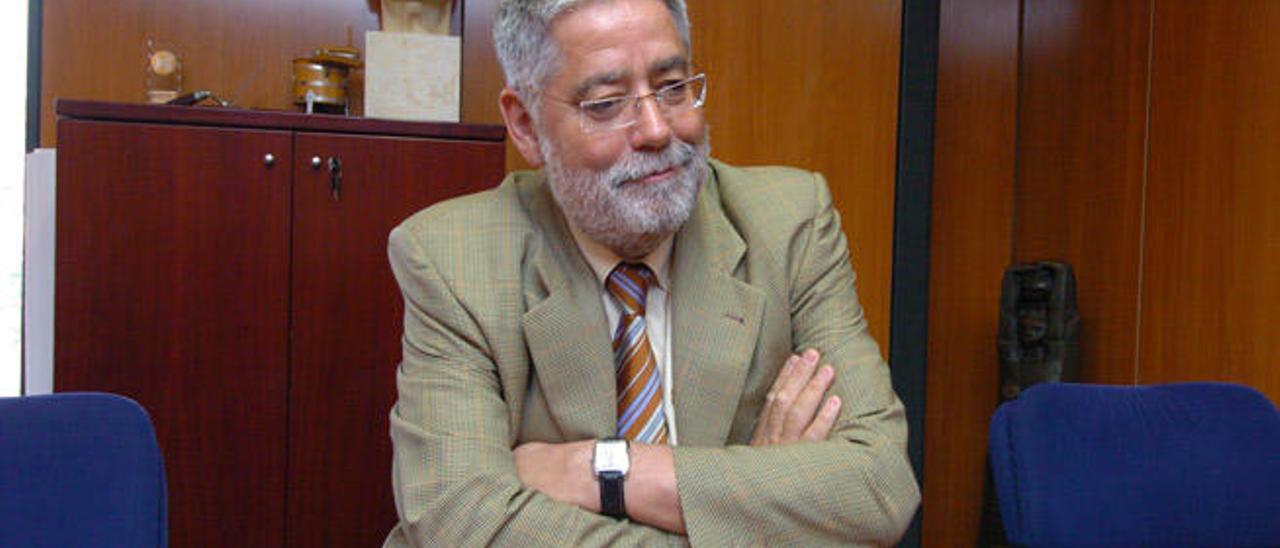 Carmelo Padrón, catedrático de Urbanismo, durante una entrevista.