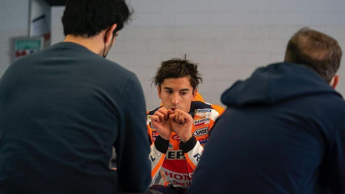 Márquez sufre otra espectacular caída en Jerez
