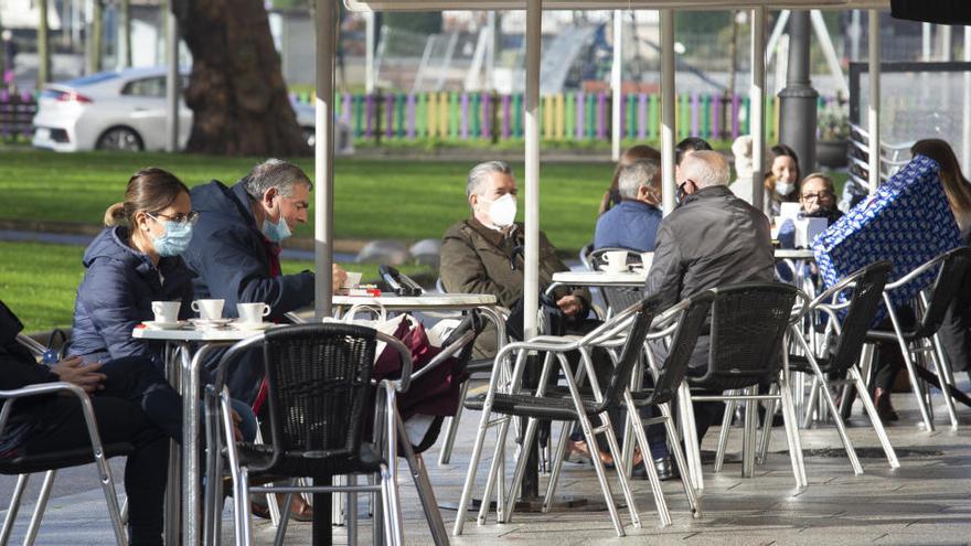 Avilés, Castrillón, Corvera y Langreo deberían aplicar un cierre perimetral y los bares servir en terraza, según el nuevo criterio regional