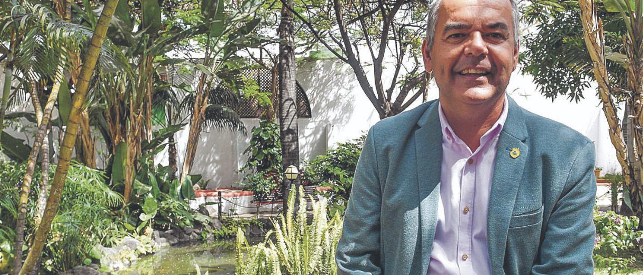 Álvaro Monzón, durante la entrevista en el parque de Santa Rosalía de Telde. | | JUAN CASTRO