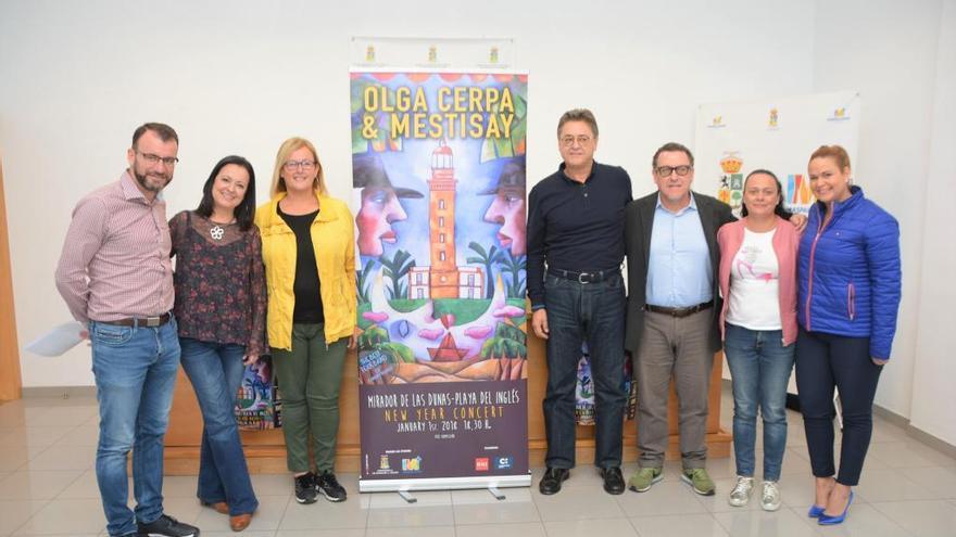 Olga Cerpa y Mestisay reciben el 2018 con un concierto en el Mirador de las Dunas