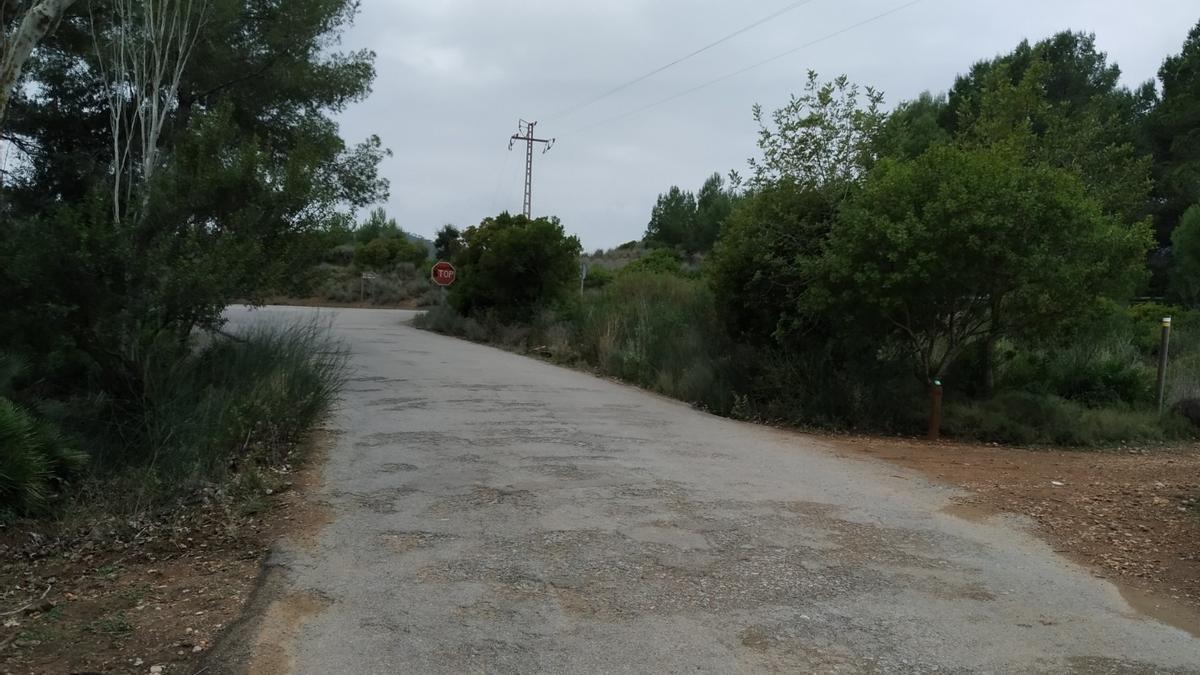 Aspecto del firme en la camino rural de Miravet en Benicàssim, que mejorarán.