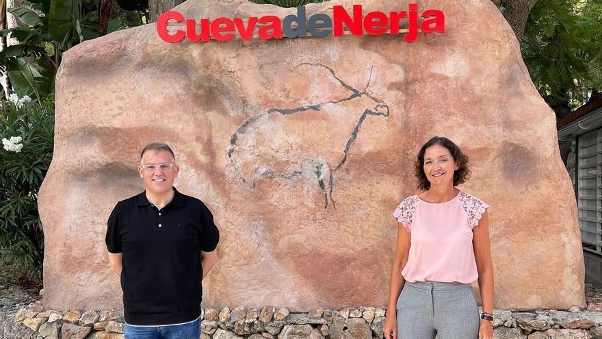 Reyes Maroto visita la Cueva de Nerja y ofrece el apoyo del Ministerio