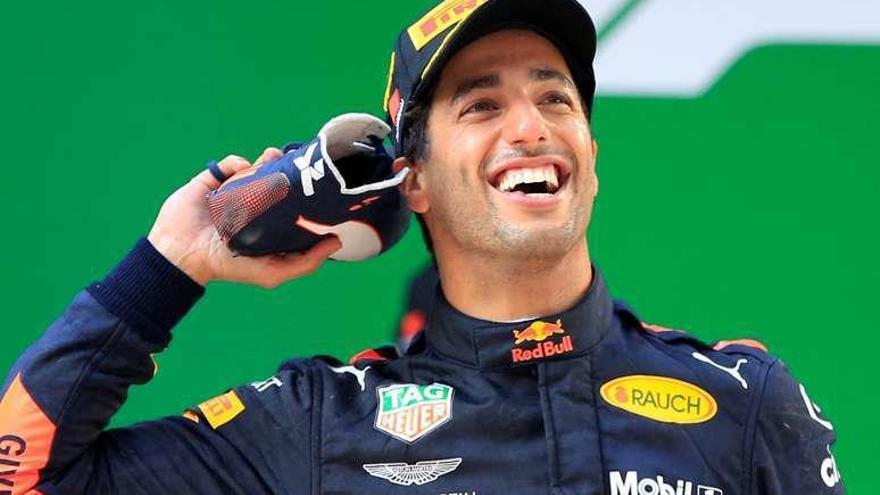 Ricciardo reina en la locura de China con Alonso y Sainz en los puntos