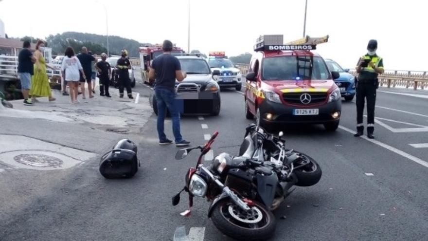 Un motorista resulta herido en un accidente en Sanxenxo