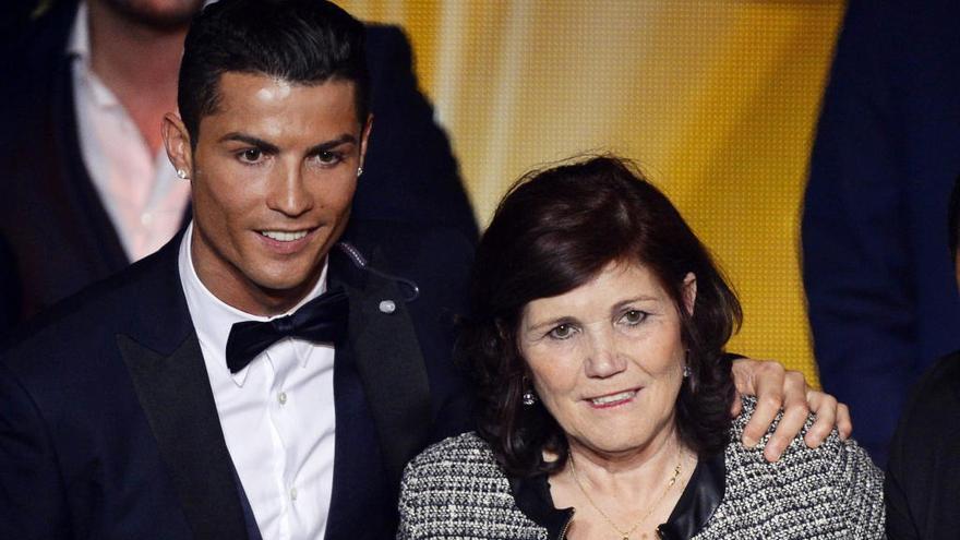 Cristiano Ronaldo tranquiliza sobre el estado de su madre