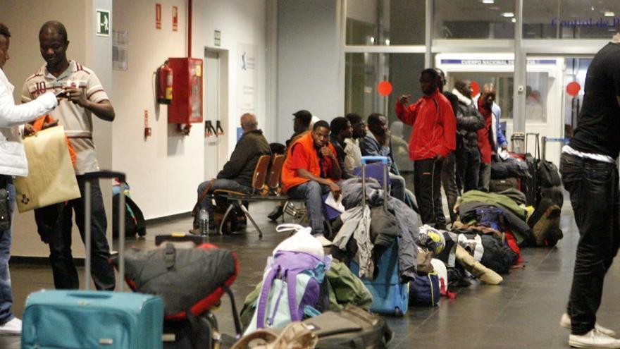 Unos 600 inmigrantes de un centro de Melilla inician una huelga de hambre