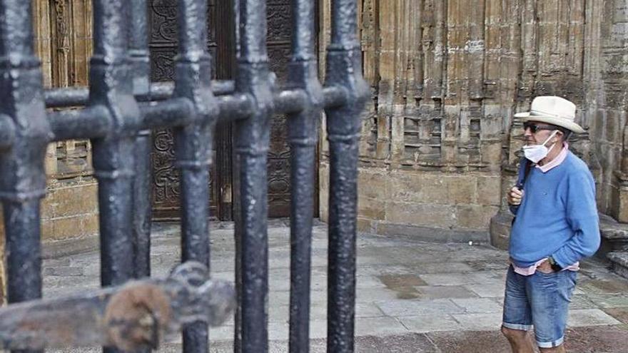 La Catedral de Oviedo reabre a las visitas turísticas tras seis meses de cierre por la pandemia
