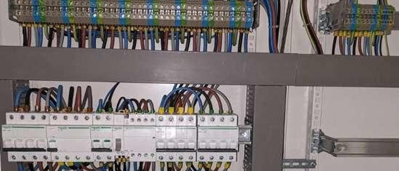 Cuadro eléctrico renovado en el colegio sierense.