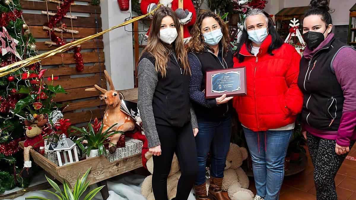 Flores Trisquel gana el concurso de escaparates llanerense | R. A. I.