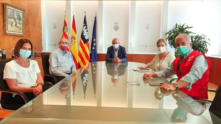 El coordinador general de Cruz Roja  visita Ibiza