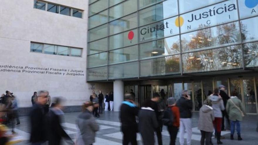 Condenado a once años de prisión por abusar sexualmente de la hija menor de su pareja en València