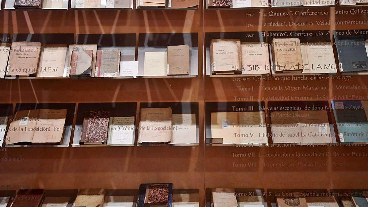Libros na Casa-Museo Emilia Pardo Bazán.    // CARLOS PARDELLAS E LA OPINIÓN