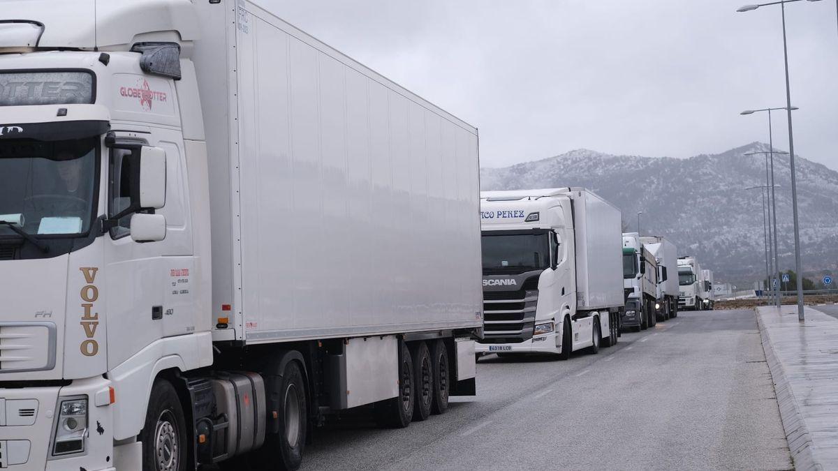 Camiones bloqueados en Villena