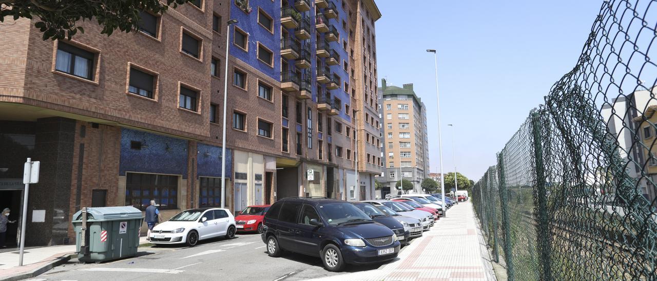 Vista parcial de la calle Suárez del Villar, en Puerta la Villa.