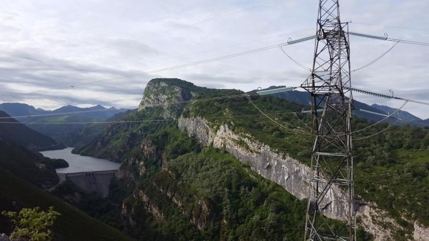 Red Eléctrica desmantelará la antigua línea de alta tensión entre Lada y Velilla
