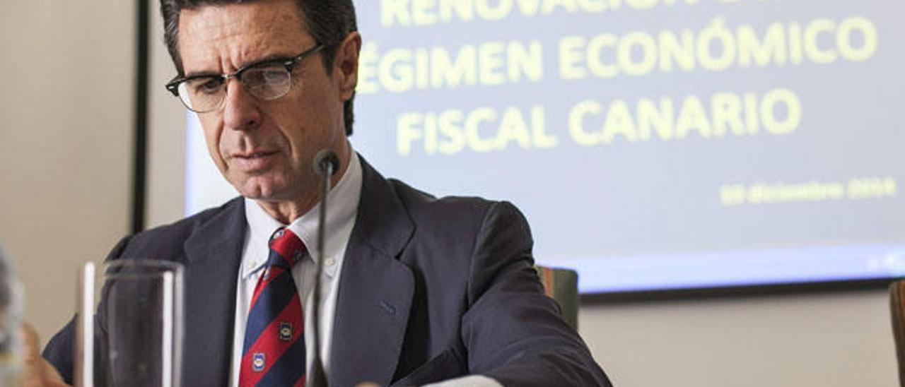 El ministro José Manuel Soria durante la presentación de REF fiscal, tras aprobarse en Madrid en diciembre.