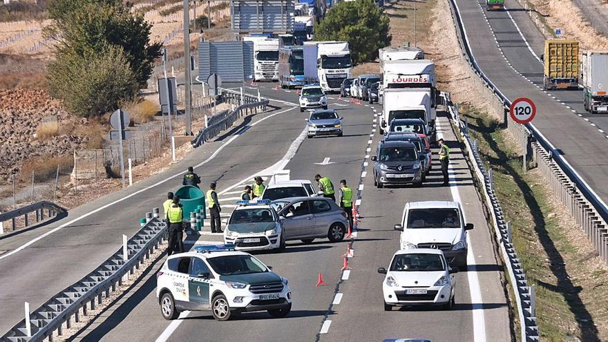 Cuatro muertos más en un día y cierre perimetral de la Comunidad Valenciana una semana más al no mejorar las cifras