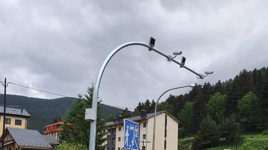 L'Ajuntament d'Alp instal·la un radar fix i un de tram al barri de la Molina