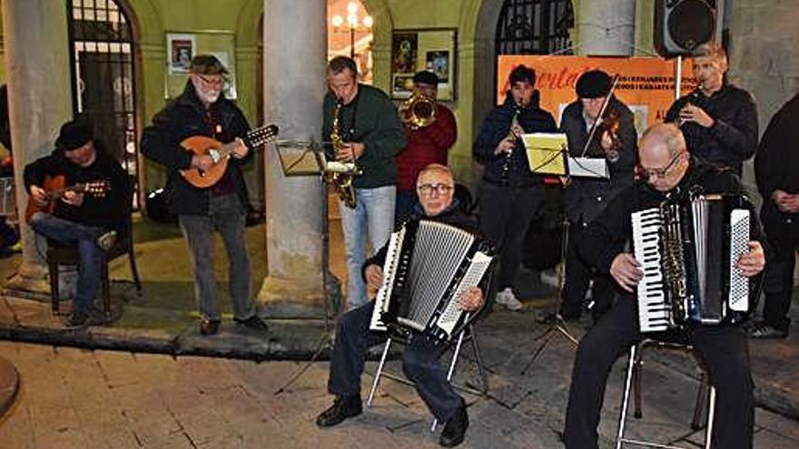 Berga compleix el segon aniversari de la Música per la Llibertat a la plaça Sant Pere