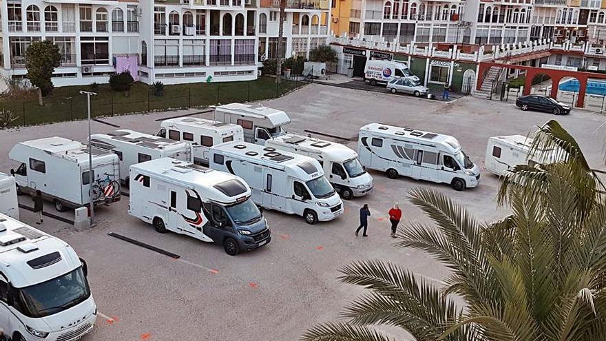 Un juez anula el cierre municipal de un parking de caravanas en Torrevieja