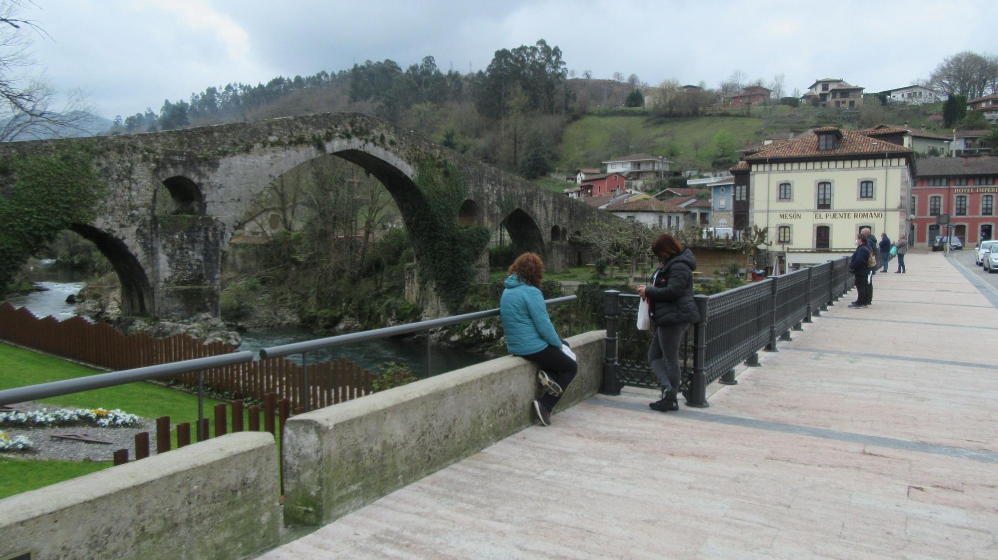 Puente de Cangas de Onís. Carbajal.JPG