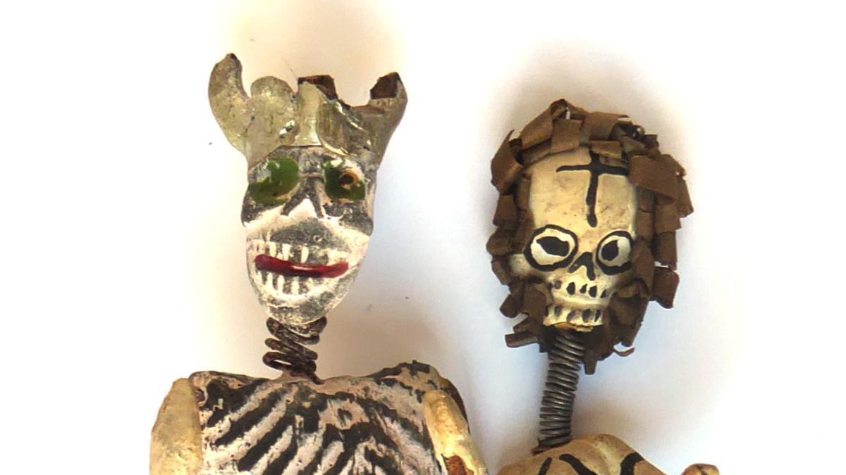 Figures mexicanes relacionades amb la mort que exposa aquests dies el Museu del Joguet de Catalunya de Figueres.