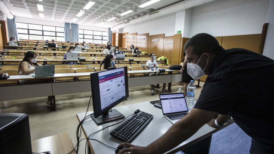La Universidad de Alicante imparte el máster de Secundaria que forma a los futuros docentes.