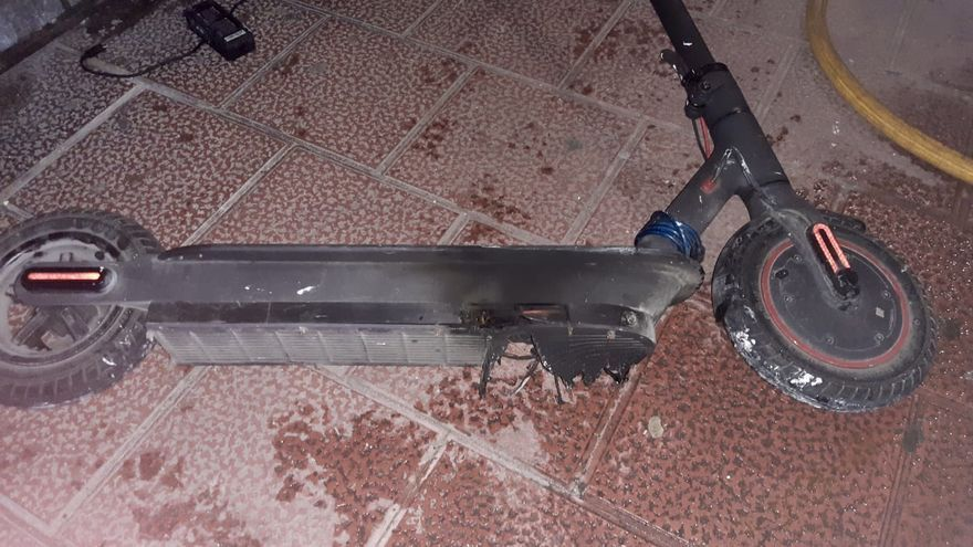 Intoxicadas dos personas en Valladolid tras un incendio en el cableado de un patinete eléctrico