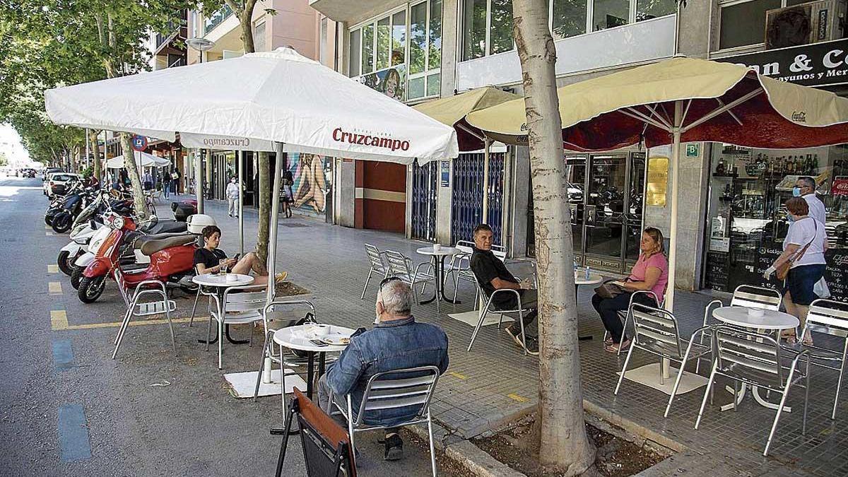 Algunos establecimientos añaden a sus precios los gastos generados por la pandemia.