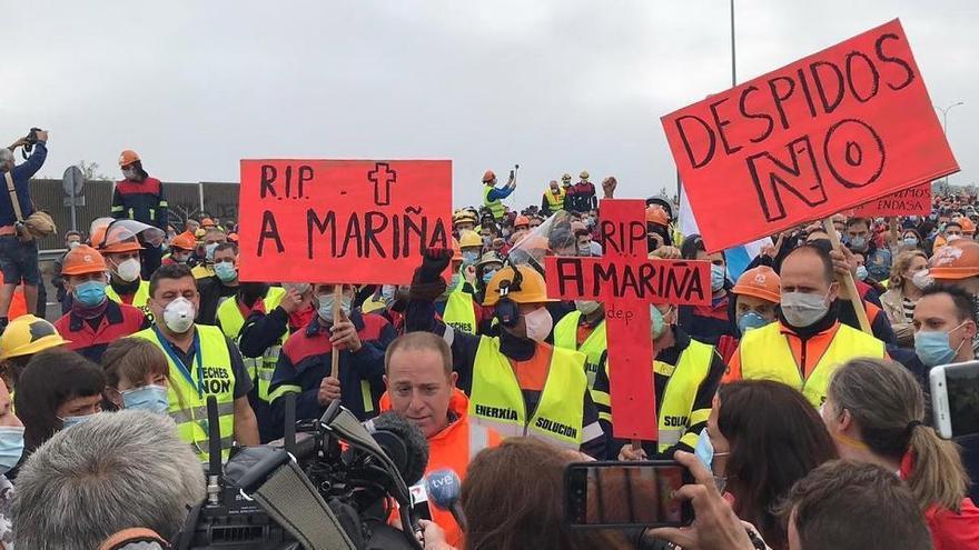 """Miles de personas reclaman la """"intervención temporal"""" de Alcoa con marchas en la A-8"""