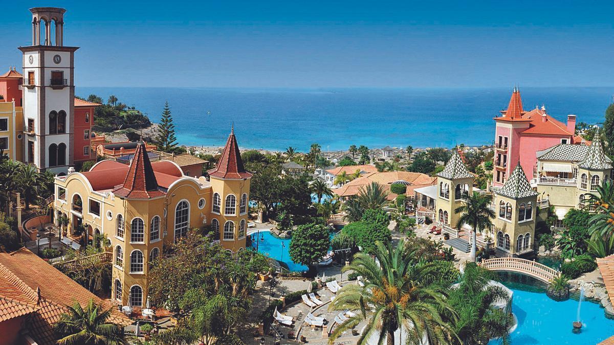 El hotel Bahía del Duque, de The Tais Hotels, recibió uno de los premios con el proyecto Bahía del Duque y su estrategia de responsabilidad corporativa.