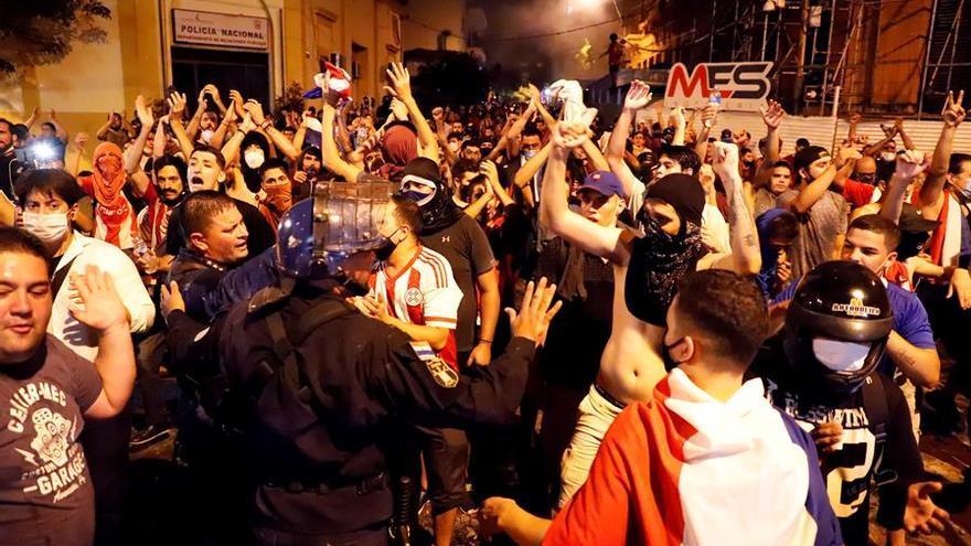 Al menos 20 heridos en los incidentes tras la protesta contra el Gobierno paraguayo