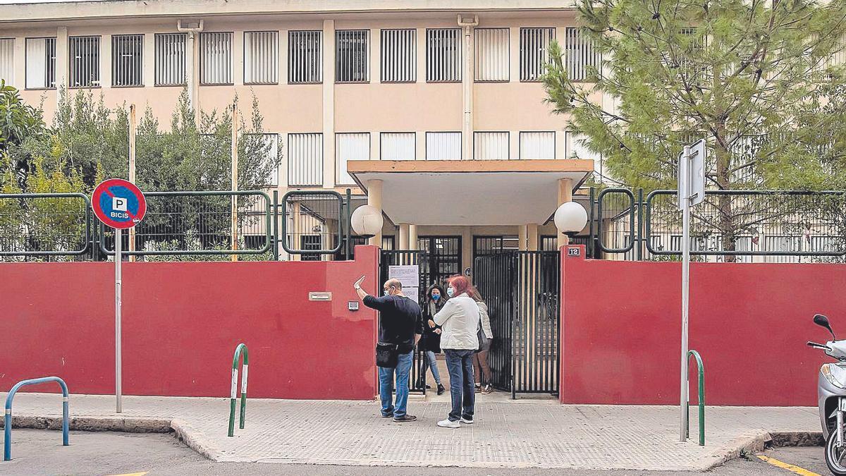 Façana de l'Institut de Secundària Arxiduc Lluís Salvador, al centre de Palma.