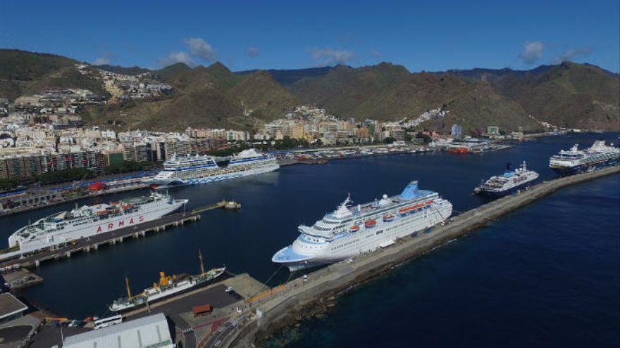 Canarias prevé la visita de 263 cruceros hasta agosto