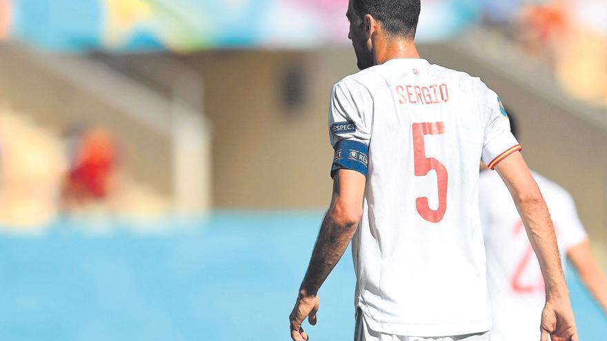 Busquets iguala a Zubizarreta como el quinto jugador con más partidos con España
