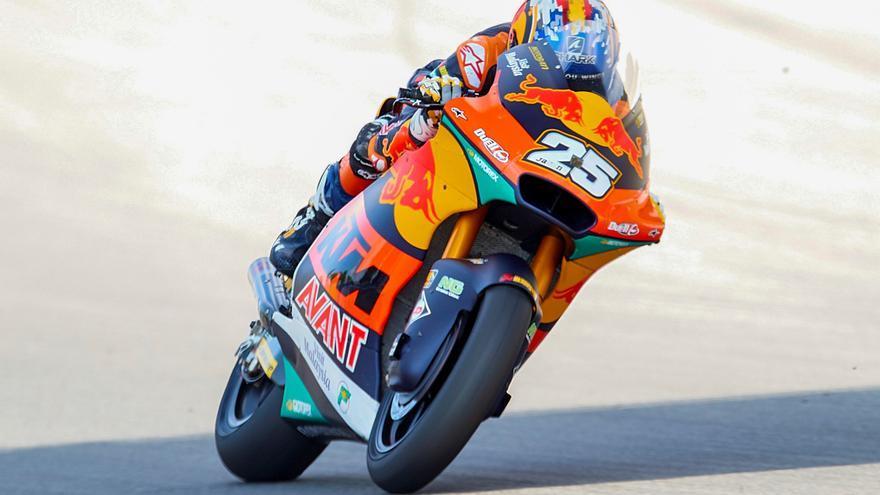 Raúl Fernández se lleva su tercera 'pole position' con récord en Moto2