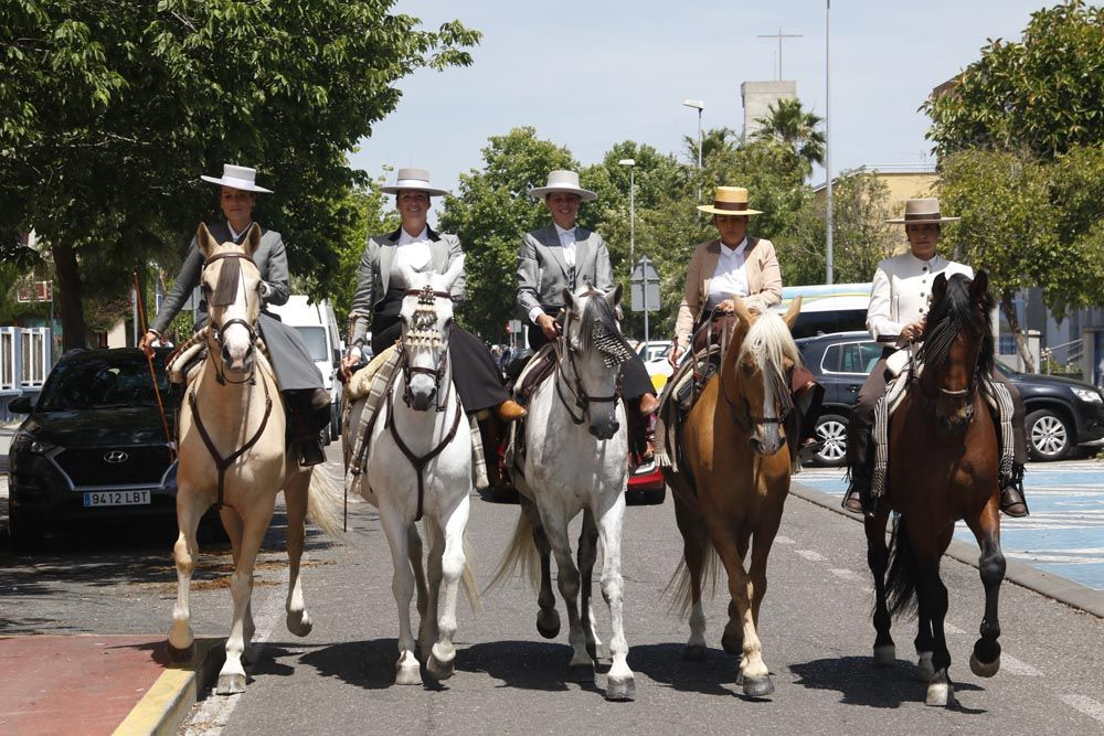 Miércoles de feria, caballistas y carruajes en María la Judía