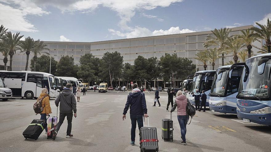 El transporte turístico de Baleares da por terminada la temporada este mes