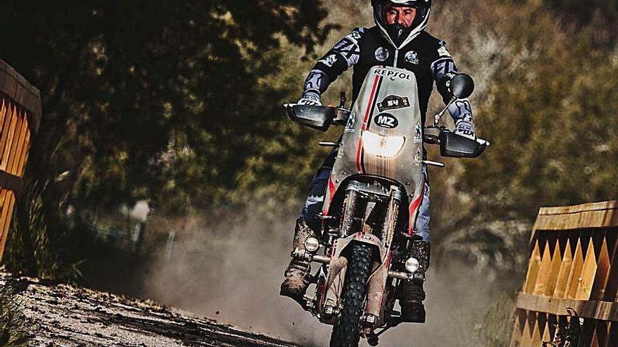 Una prueba de navegación en moto por Manzaneda, paso previo para el Dakar