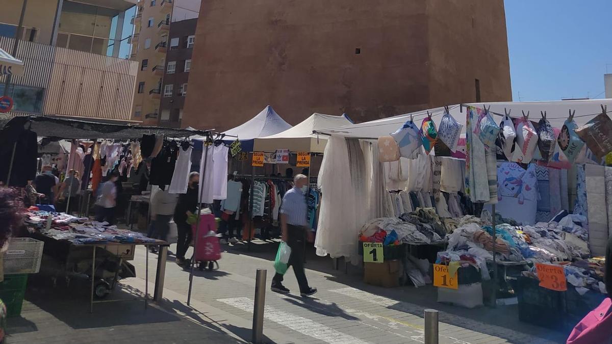 Mercado de los viernes, en el entorno de la Torre