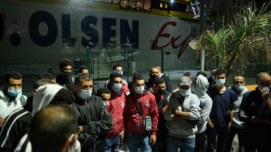 Más de 100 migrantes magrebíes bloqueados en Tenerife tras llegar desde Gran Canaria