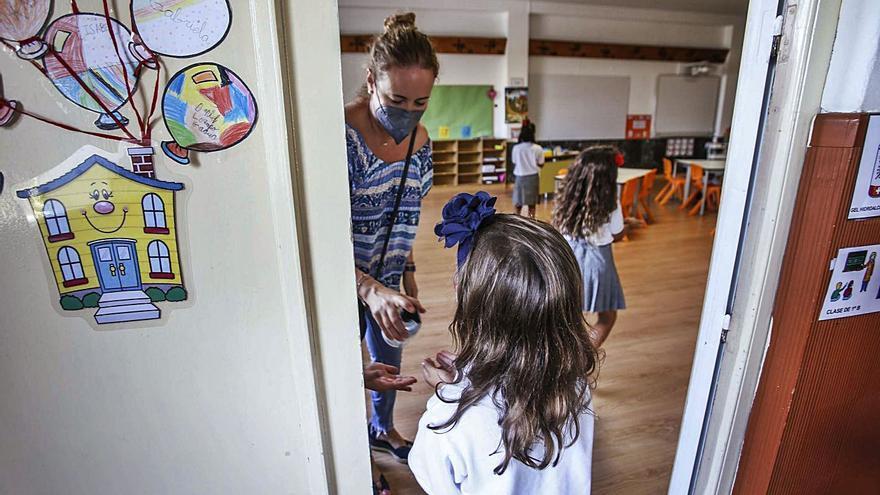 Los profesores de la concertada urgen cerrar 10 días por los contagios en dos de cada tres colegios