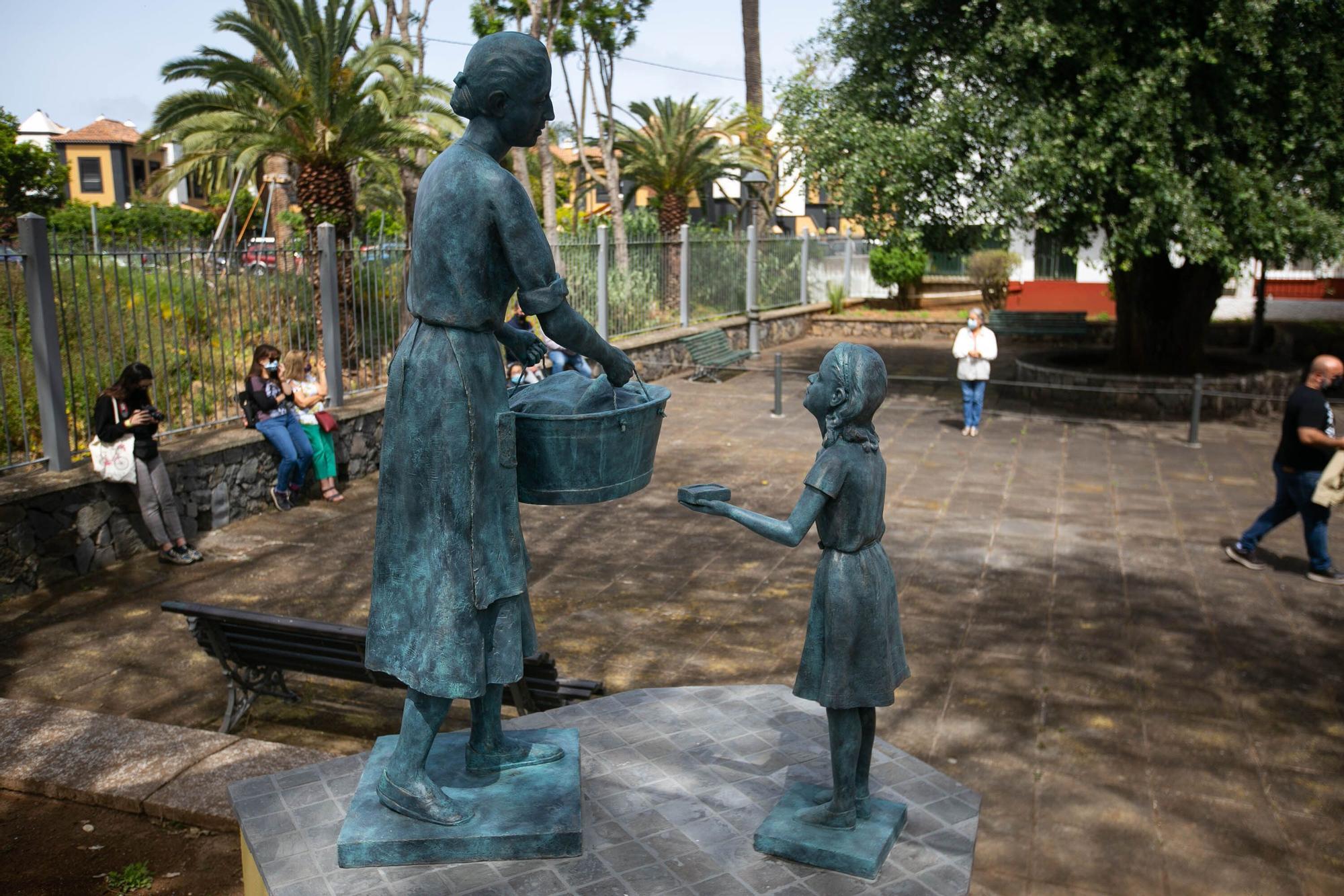 Inauguración de la escultura de La Lavandera