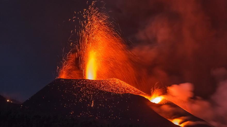 Se derrumba parte del cono principal del volcán de La Palma